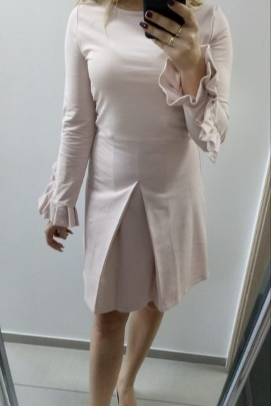 Sukienka od By o la la w pudrowym różu wiosna 2019 S