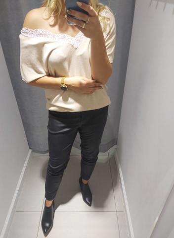 By o la la beżowa bluzka sweter ozdobny dekolt biała koronka uni