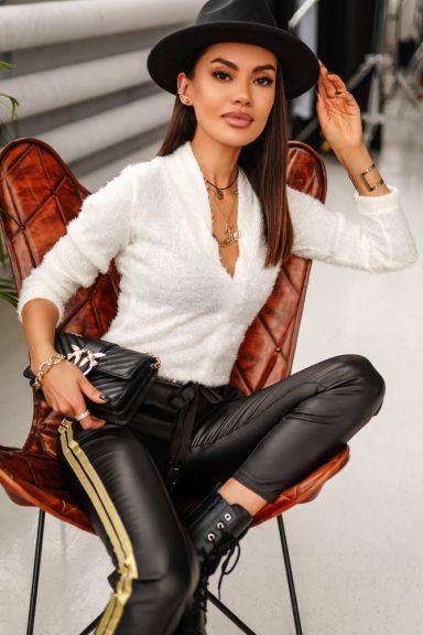 Cocomore biała bluzka sweterek typ alpaka dekolt M